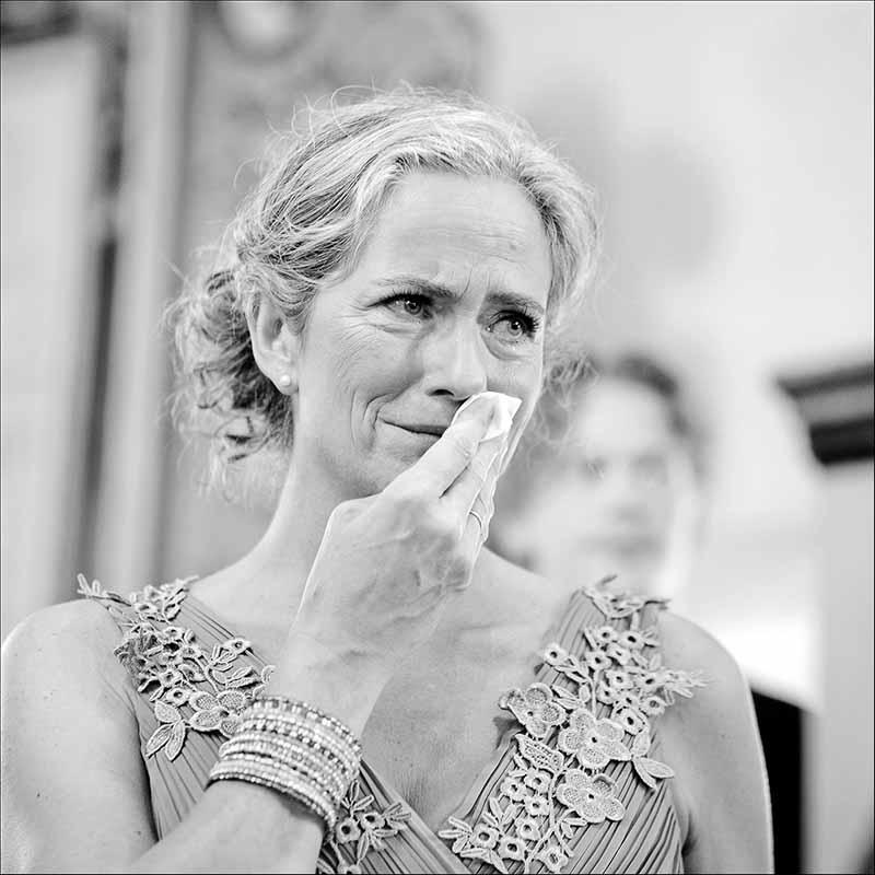 På en bryllupsdag har en bryllupsfotograf Silkeborg