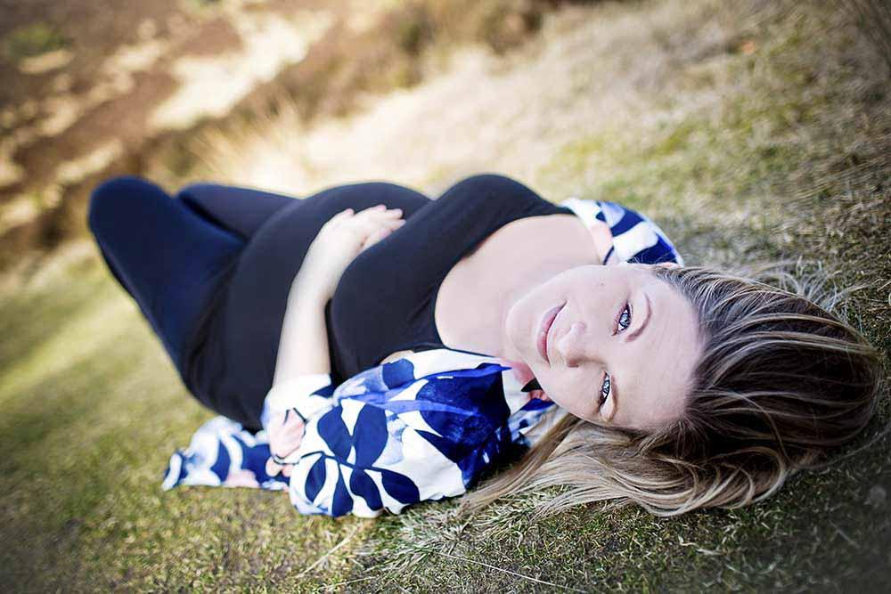 Professionel fotograferede Silkeborg billeder af dig som er gravid af din store runde mave