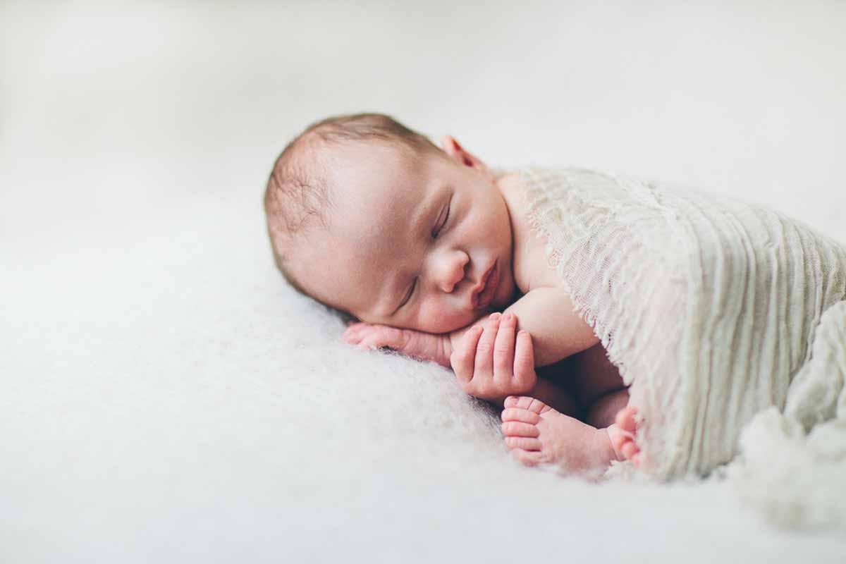 Få taget unikke newborn billeder af din guldklump